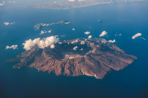 Volcano「Aerial view of Nisyros island, Greece」:スマホ壁紙(5)