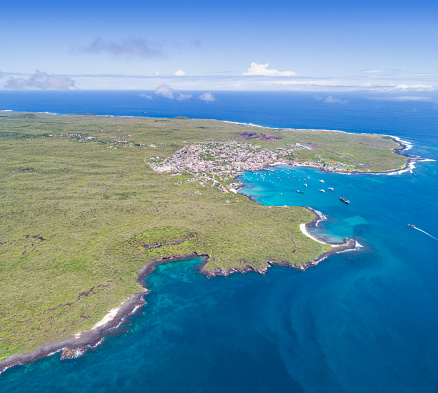Wave「プエルト ・ バケリソ ・ モレノ、サン ・ クリストバル、ガラパゴス諸島、エクアドルの航空写真」:スマホ壁紙(1)