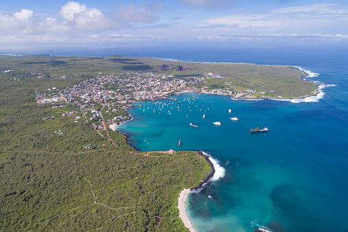 Wave「プエルト ・ バケリソ ・ モレノ、サン ・ クリストバル、ガラパゴス諸島、エクアドルの航空写真」:スマホ壁紙(5)