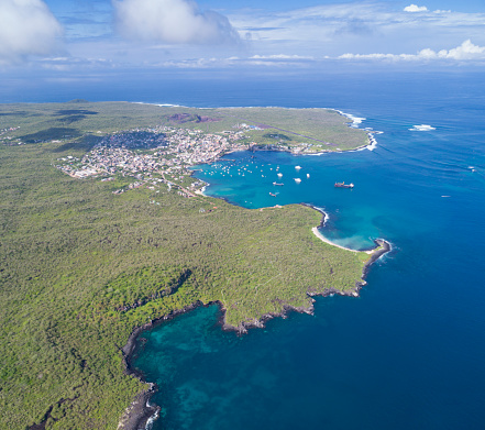 Wave「プエルト ・ バケリソ ・ モレノ ビーチ、サン ・ クリストバル ガラパゴス諸島、エクアドルでの空撮」:スマホ壁紙(3)