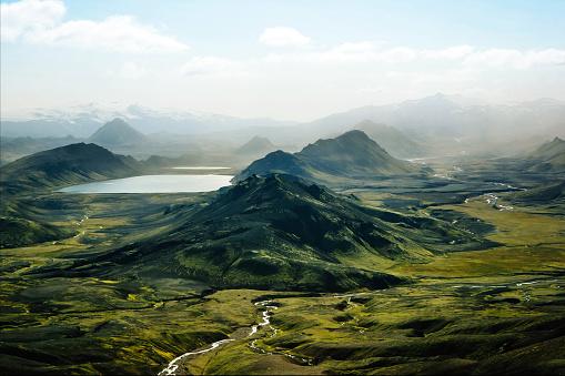 自然美「Aerial view of Alftavatn Lake, Laugavegur, Iceland」:スマホ壁紙(16)