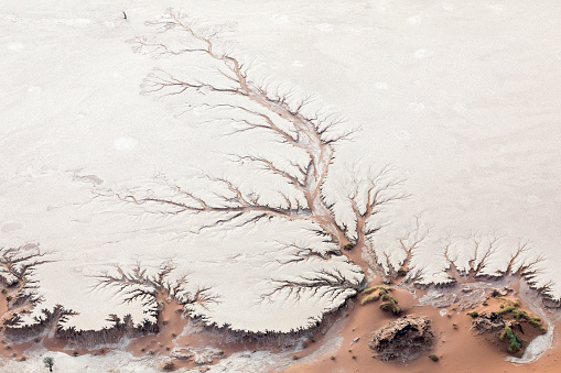 Riverbed「Aerial view of ancient river bed on salt pan」:スマホ壁紙(17)