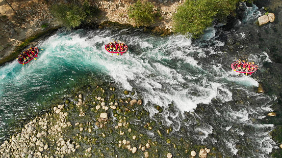 Eco Tourism「Aerial View of Rafting in River」:スマホ壁紙(19)