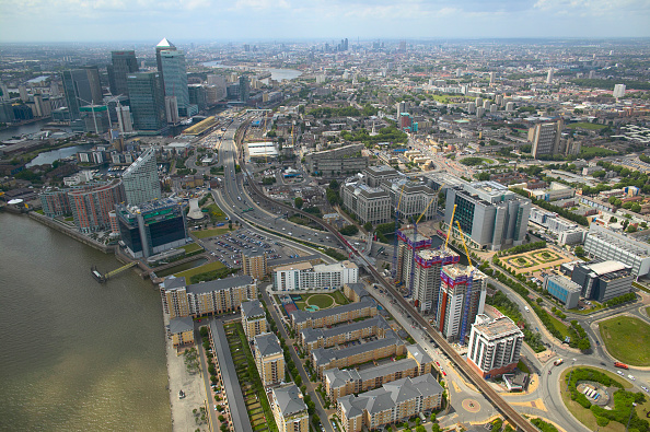 Clear Sky「Aerial view of property development in the Docklands, London, UK」:写真・画像(7)[壁紙.com]