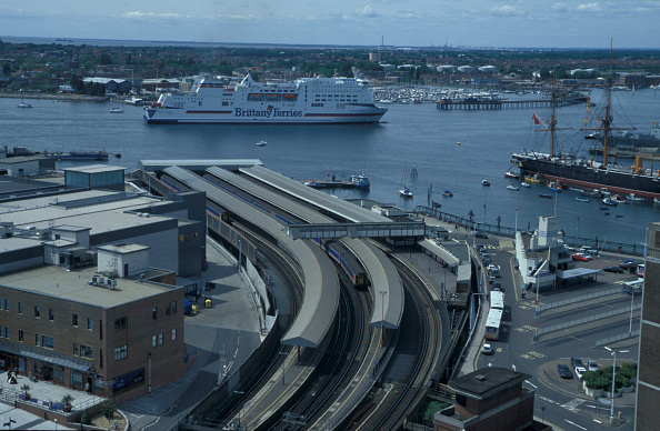 Passenger Craft「Aerial view over Portsmouth Harbour station with a fine view of the Portsmouth to St Malo ferry in the Solent and the historic HMS Warrior in Portsmouth harbour. C 2002」:写真・画像(13)[壁紙.com]