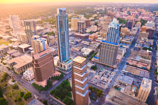 Austin - Texas「Aerial view, downtown Austin Texas skyline, sunset, from helicopter」:スマホ壁紙(18)