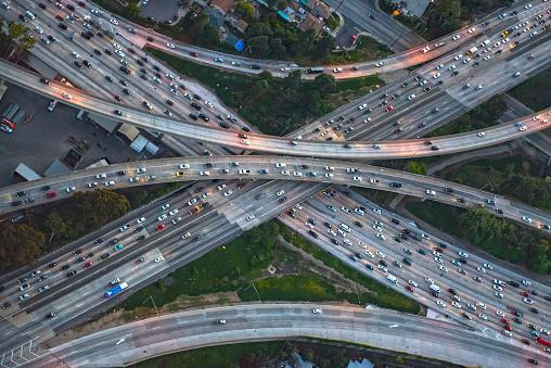 交通量「Aerial view of highway interchange in cityscape」:スマホ壁紙(1)