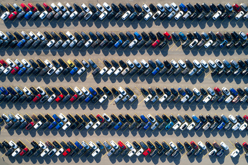 Car Dealership「Aerial View of Rows of Cars」:スマホ壁紙(0)