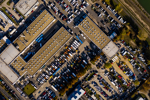 Car Dealership「Aerial View of Rows of Cars」:スマホ壁紙(11)
