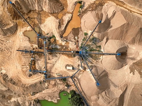 Earth Mover「Aerial view of crushed stone quarry machine」:スマホ壁紙(2)