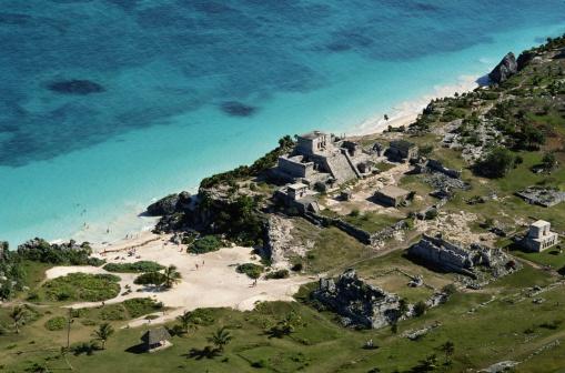 Pyramid Shape「Aerial View of a Mayan Pyramid on the Coast」:スマホ壁紙(7)