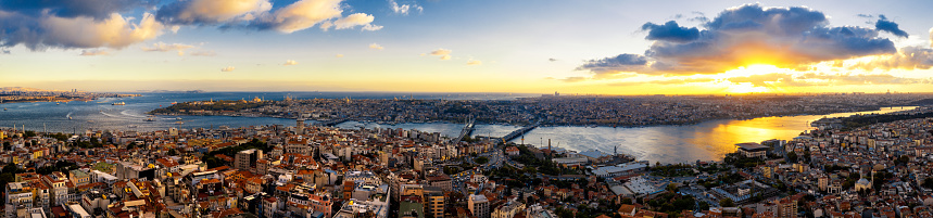 Turkey - Middle East「Aerial view of Istanbul at sunset, Turkey(Panorama XXL)」:スマホ壁紙(4)