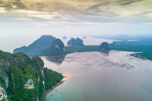 Andaman Sea「Aerial view shot tropical beach sea with long tail boat in south thailand」:スマホ壁紙(16)