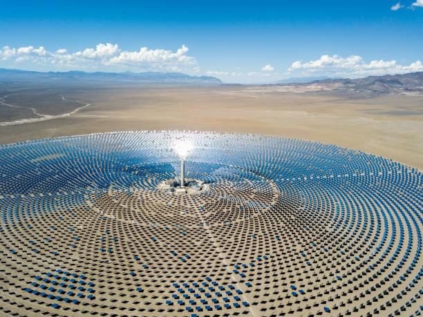空撮の太陽熱発電プラント ステーション:スマホ壁紙(壁紙.com)