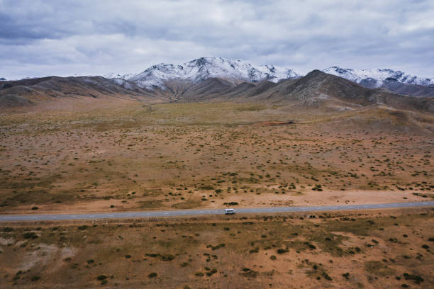 Aerial view of road on the background of mountains:スマホ壁紙(壁紙.com)
