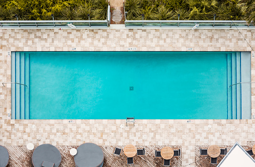 Miami「Aerial view of empty swimming pool」:スマホ壁紙(6)