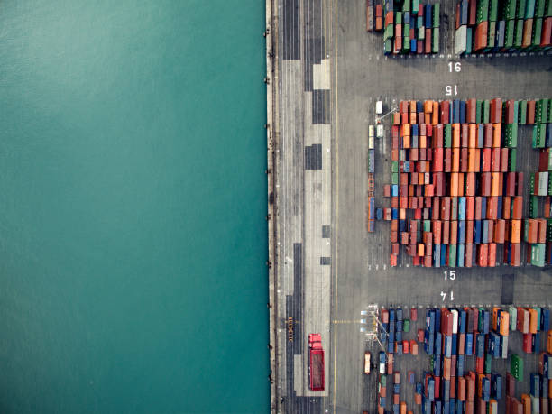 Aerial view of container port:スマホ壁紙(壁紙.com)