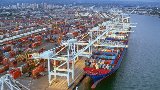 Harbor「Aerial view of white cranes at a shipping docks in California」:スマホ壁紙(6)