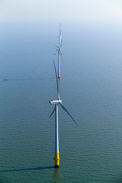 Sunny「aerial view of the Kentish flats windfarm showing the wind turbine generators off whitstable and herne bay in kent」:写真・画像(18)[壁紙.com]