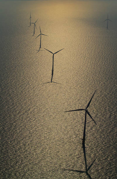 aerial view of the Kentish flats windfarm showing the wind turbine generators off whitstable and herne bay in kent:ニュース(壁紙.com)