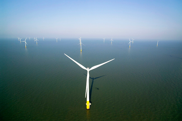 Sunny「aerial view of the Kentish flats windfarm showing the wind turbine generators off whitstable and herne bay in kent」:写真・画像(14)[壁紙.com]