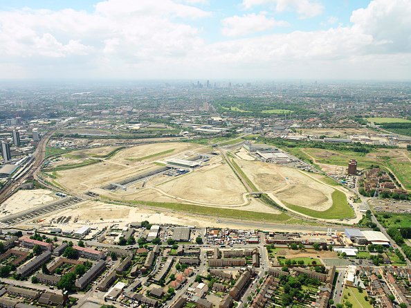 Horizon「Aerial view of the Olympic Park for the 2012 Olympic Games, Stratford, London Aerial images taken 22nd of June 2007 A quarter of the derelict site which is being transformed into the Olympic Park has been cleared Stratford International DLR rail station」:写真・画像(12)[壁紙.com]
