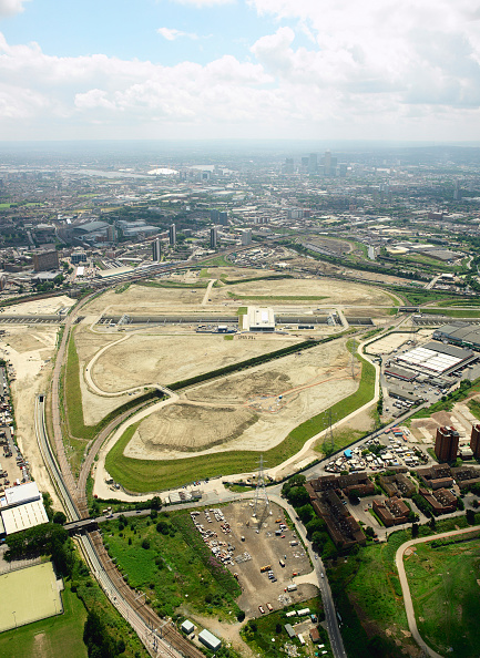 2012 Summer Olympics - London「Aerial view of the Olympic Park for the 2012 Olympic Games, Stratford, London Aerial images taken 22nd of June 2007 A quarter of the derelict site which is being transformed into the Olympic Park has been cleared Stratford International DLR rail station」:写真・画像(4)[壁紙.com]