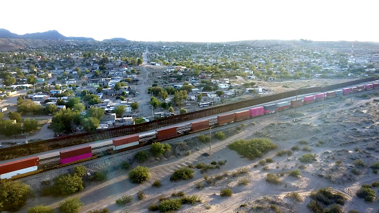 Refugee「Aerial View of the International Border between New Mexico and Chihuahua State」:スマホ壁紙(6)
