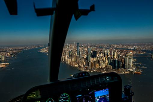 Helicopter「ヘリコプターでマンハッタン、ニューヨーク市の金融街の空撮」:スマホ壁紙(16)