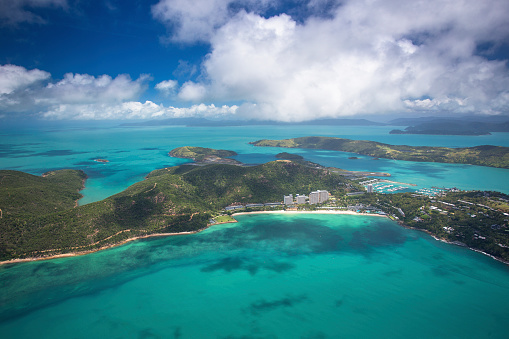 Queensland「Aerial views over the Whitsunday Island chain.」:スマホ壁紙(12)