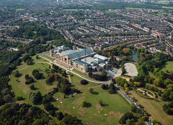 Alexandra Palace「Aerial view of Alexandra Palace, London, UK.」:写真・画像(0)[壁紙.com]