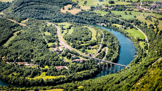 France「Aerial view of french Ain river valley in horseshoe shape with beautiful old stone viaduct of Cize-Bolozon in Bugey mountains」:スマホ壁紙(5)