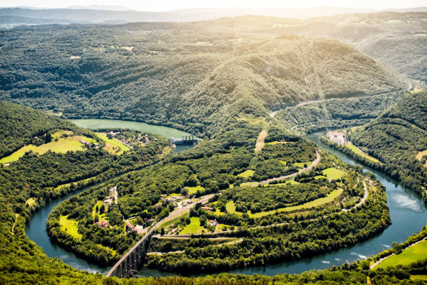 Aerial view of french Ain river valley in horseshoe shape with beautiful old stone viaduct of Cize-Bolozon in Bugey mountains:スマホ壁紙(壁紙.com)