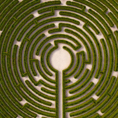 Leisure Games「Aerial view of circular hedge maze, path to centre」:スマホ壁紙(11)