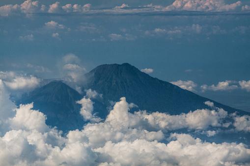 Mt Agung「バリ島の火山の空撮」:スマホ壁紙(5)