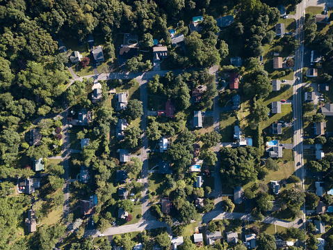 Beacon「aerial view of houses and trees in town」:スマホ壁紙(8)