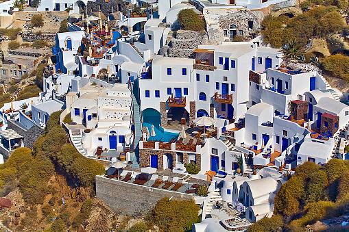 サントリーニ島「Aerial view of Oia, Santorini, Greece houses」:スマホ壁紙(8)