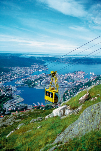 Steep「Aerial view of a cable car, Bergen, Norway」:スマホ壁紙(9)