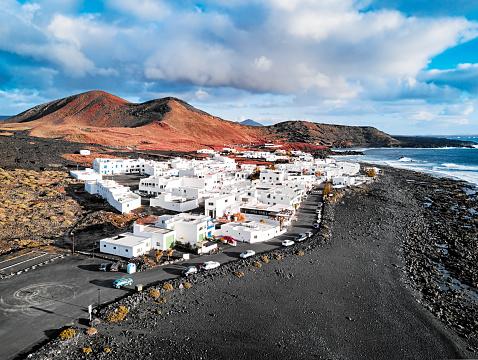 Atlantic Islands「Aerial view of El Golfo village, Lanzarote, Canary Islands, Spain」:スマホ壁紙(18)