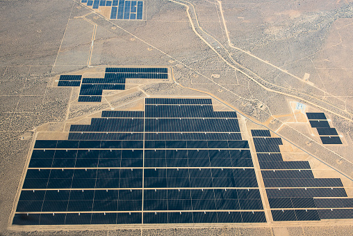 Responsibility「Aerial view of solar farm in remote landscape」:スマホ壁紙(9)
