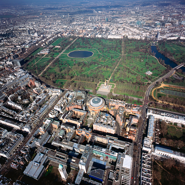 Square - Composition「Aerial view of the Royal Albert Hall and Kensington Gardens, London, UK」:写真・画像(11)[壁紙.com]