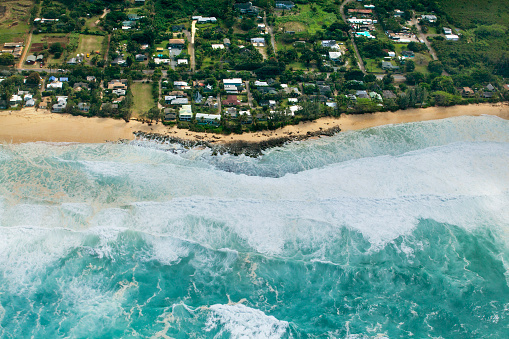 オアフ島「Aerial view of rocky point under surf called Condition Black, Oahu, Hawaii, USA」:スマホ壁紙(7)