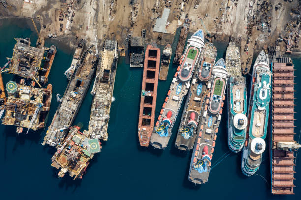 Aerial view of cruise ships being broken down for scrap:スマホ壁紙(壁紙.com)