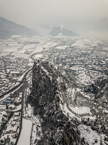 Old Ruin「Aerial View of the town of Arco in Winter」:スマホ壁紙(12)