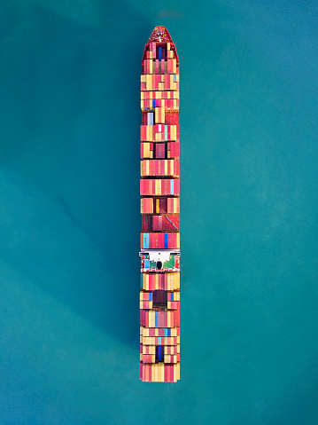 Pacific Ocean「Aerial view of container freight ship carrying container box for import and export business logistic in ocean.」:スマホ壁紙(1)