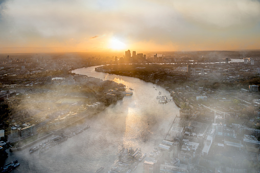 River「Aerial view of River Thames and city at sunrise with mist」:スマホ壁紙(1)