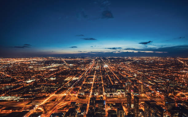 Aerial View of Chicago Skyline at Night:スマホ壁紙(壁紙.com)