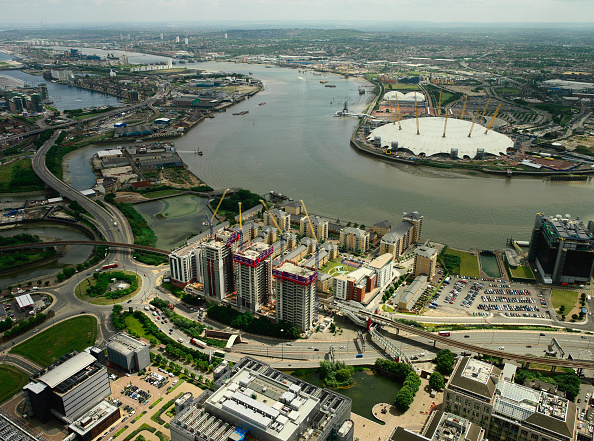 Horizon「Aerial view of large property development (Barratt - Electron) on the river Thames, opposite to the Millennium Dome on the Greenwich Peninsula, Thames Gateway, London, UK」:写真・画像(6)[壁紙.com]