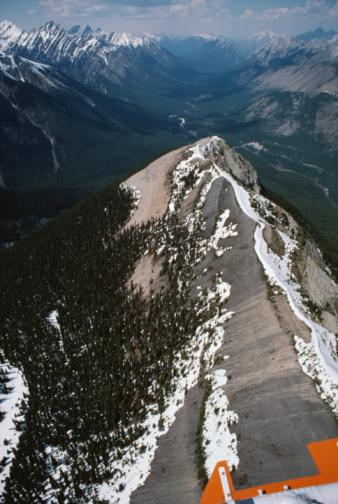 Mt Assiniboine「Aerial view of Mount Assiniboine, British Columbia, Canada」:スマホ壁紙(17)