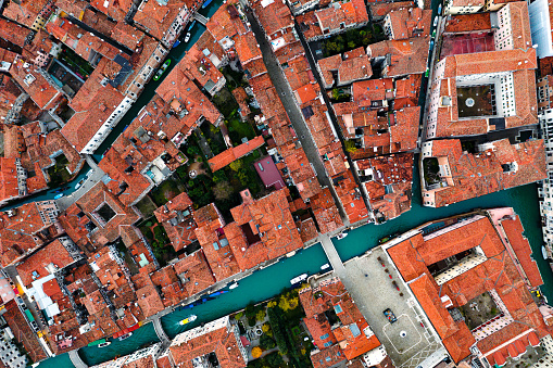 Drone Point of View「Aerial view of houses and canal, Venice」:スマホ壁紙(16)